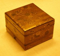 1-1200px-BLW_Tiered_Box_for_Incense_Utensils